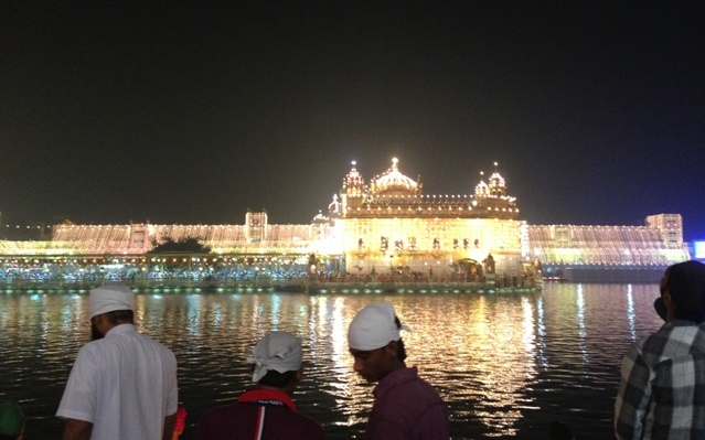 Golden Temple by night-1