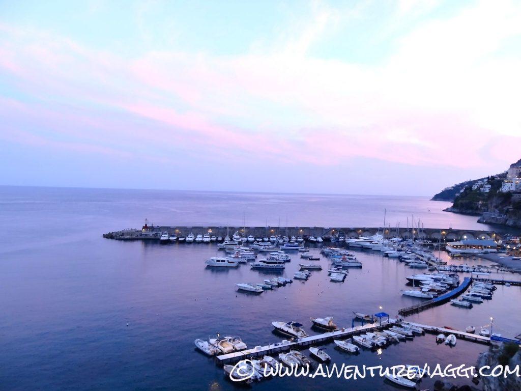 tramonto sul porto di Amalfi