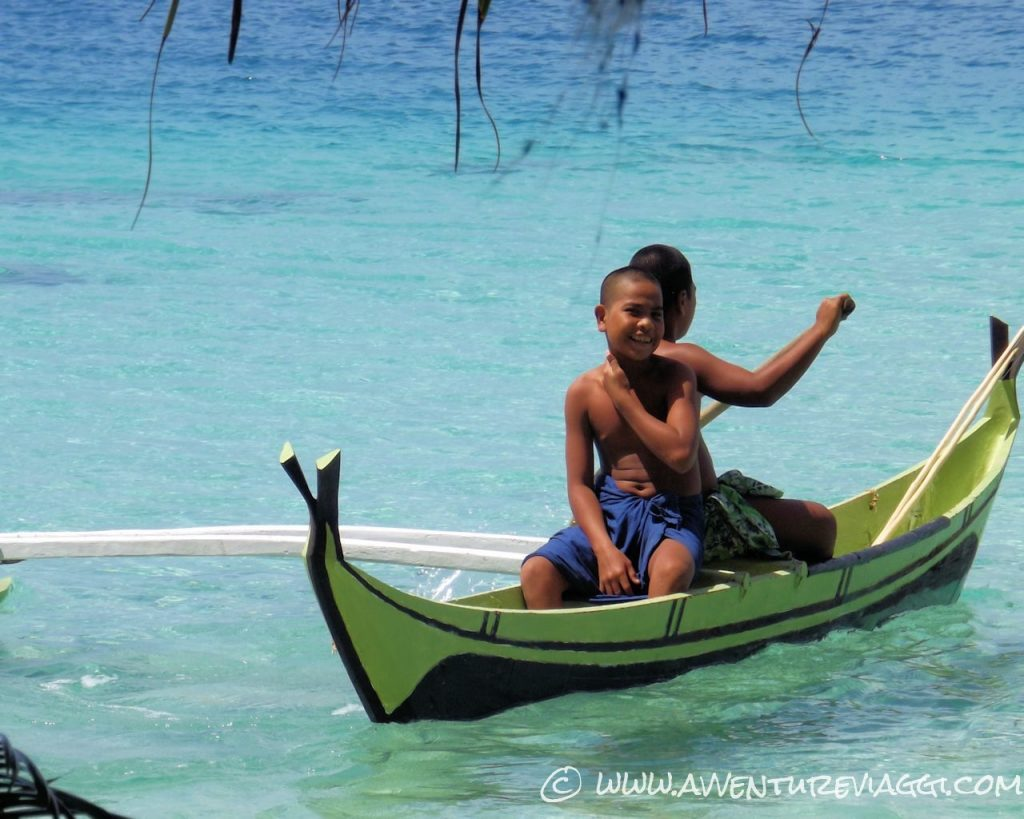 Classiche canoe a Lamotrek