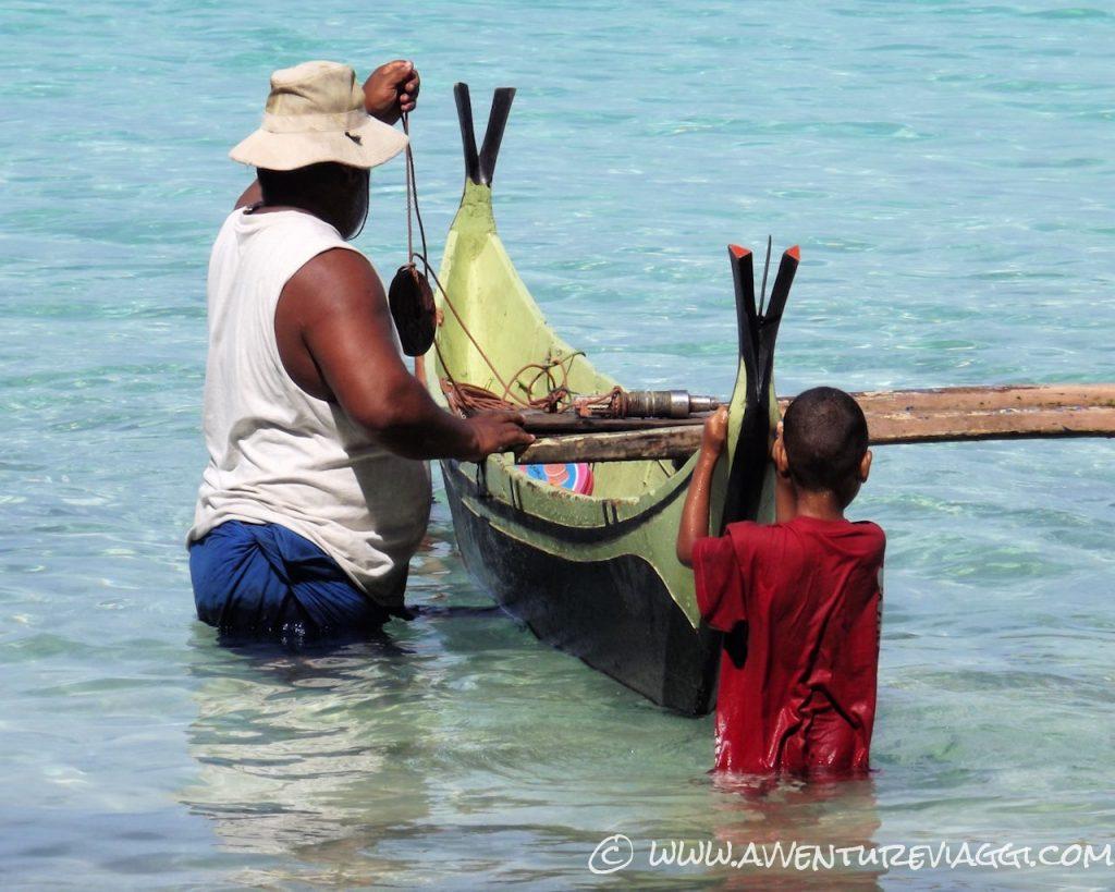 Si preparano per una giornata di pesca