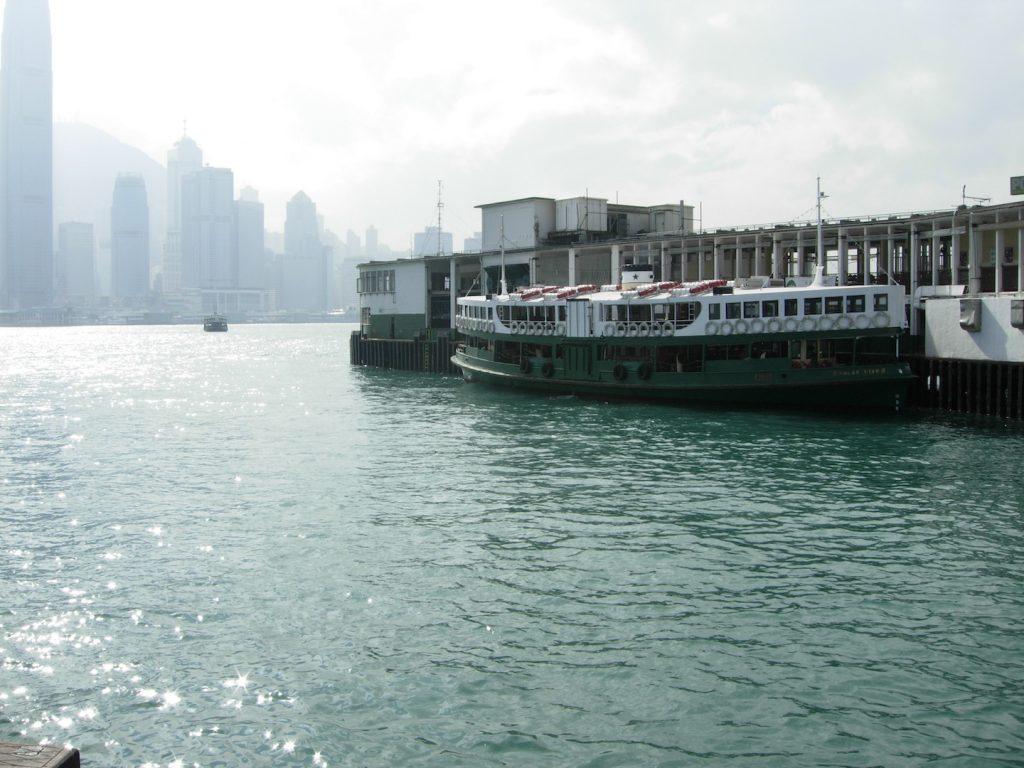 battello del canale di hong kong