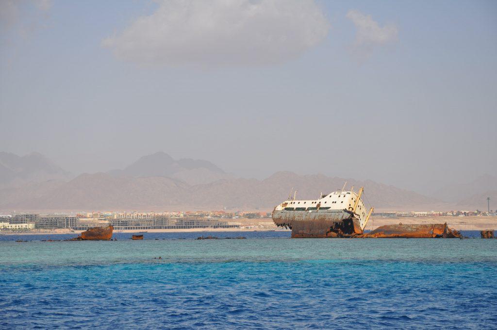 Relitto su una secca Sharm
