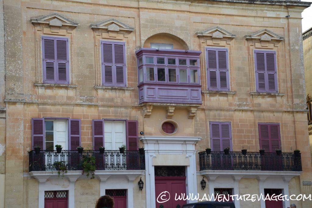 Mdina balconi colorati