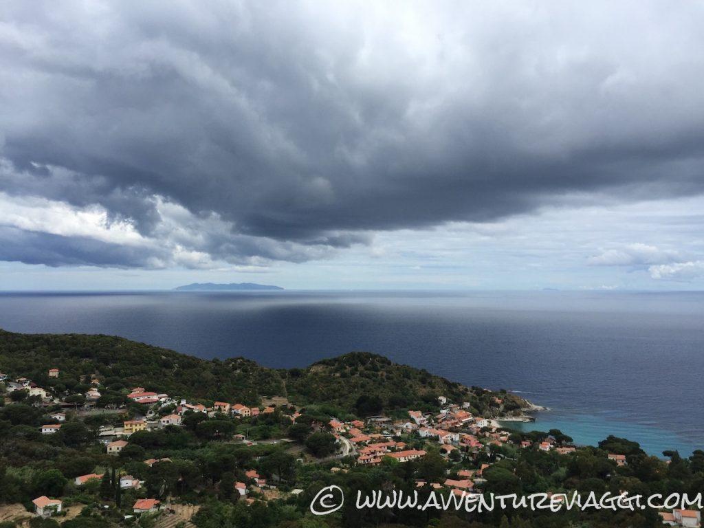 nuvole sull'isola d'Elba
