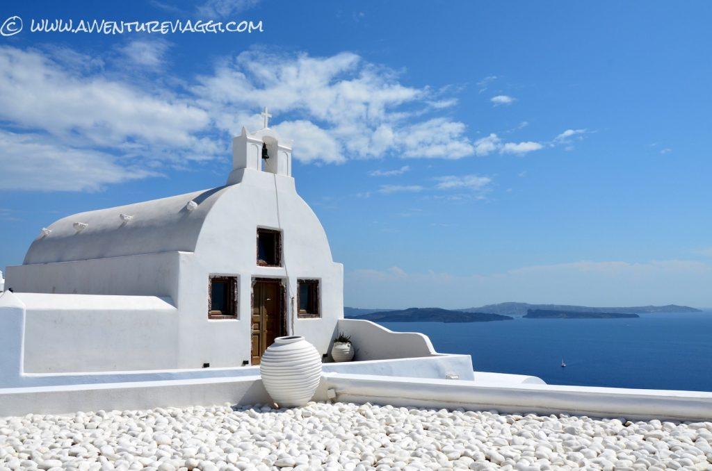 Oia chiesa bianca