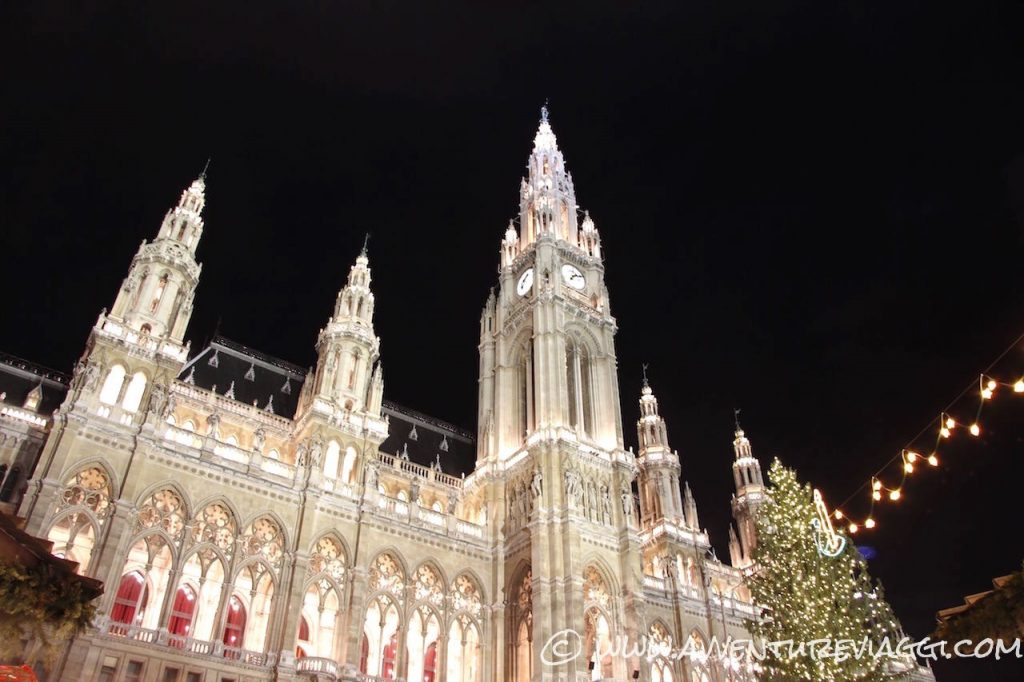 Municipio Vienna by night